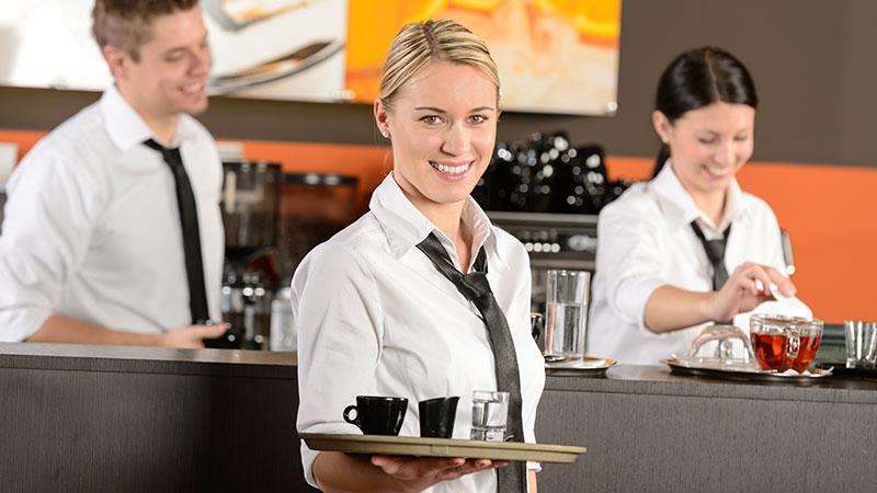 Travel Worker trabajando de camarera en un restaurante en Viena