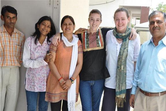 Voluntaria durante sus prácticas en India de Medicina